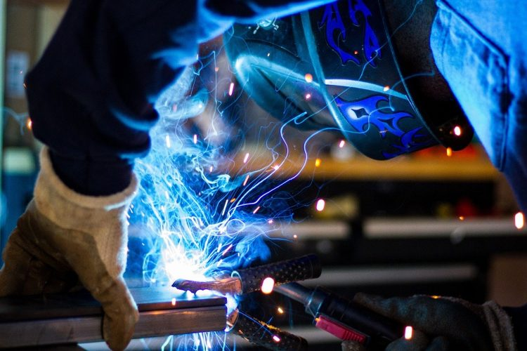 Best Flux Core Welder Under $200 (Top 6 Deals of 2021)